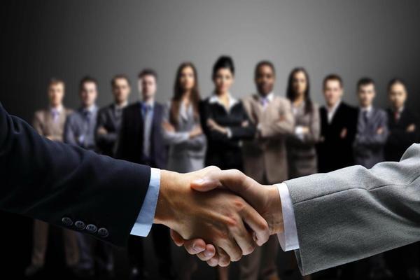 三张商务人物握手PPT背景图片