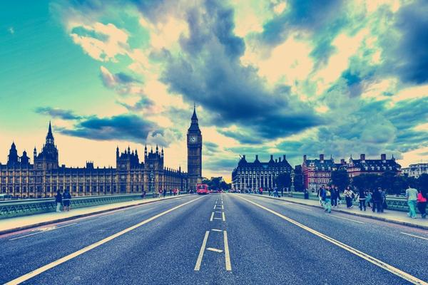 非主流效果的伦敦街道PPT背景图片
