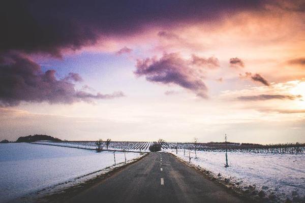 雪地的马路PPT背景图片